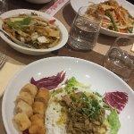 Salade Bo Bun + légumes au wok / Nouilles sautées + riz cantonnais