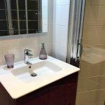 Vol de Nuit, une salle de bain contemporaine avec douche à l'italienne