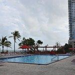 Four Ambassadors Suites Hotel Foto