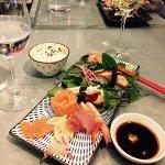 Sashimi med unagi + vitt vin (Jacobs Creek) Gott!