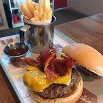 La mejor hamburguesa que hemos probado!! 100% recomendado.