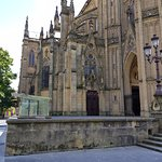 Visão lateral esquerda da Catedral do Bom Pastor