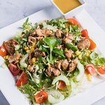 Honey-mustard salad with chicken