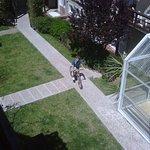 mi hijo en la bici que te presta el hotel