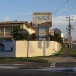 Photo de Tropicana Motel Mermaid Beach