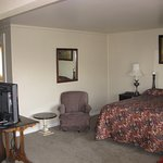 Kitchette family suite 1 queen and  adjoining full