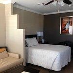 Living room/split addl. queen bed