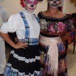 Bellas integrantes del Show, con maquillaje alusivo al Día de Muertos.