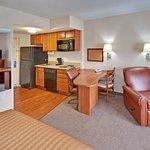 奧馬哈機場蠟木套房飯店照片