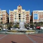 Photo de Plaza y Acera de La Marina