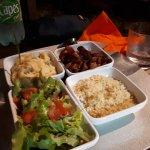 Accompagnements: salade assaisonnée, semoule aux épices, pdt frites, purée de ignam et patate do