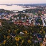 Radio- ja tv-museo sijaitsee Radiomäellä, 150 m korkeiden radiomastojen, juurella.