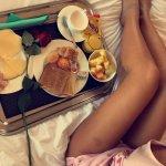 le petit déjeuner en chambre...