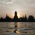Photo de Wat Chaiwatthanaram