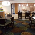 Photo de Holiday Inn Express Romulus / Detroit Airport