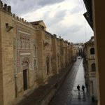 Mesquita Eastern wall and street fronting hotel