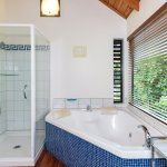 The Treetops and The Palms have a double Spa Bath including a separate shower