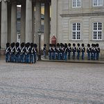Photo de Changing of her Majesty's guard at Amalienborg Castle