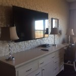 Large Flat Screen TV & Dresser w/ Lamps (check out wallpaper!)