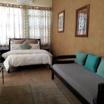Leopard Room - luxury room with tea/coffee, air-con and en-suite, perfect for families