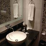 Wash Basin without Enlarging Mirror