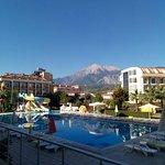 Photo de White Lilyum Hotel