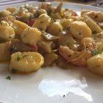 Gnocchi con Gamberi Carciofi e Pomodorini