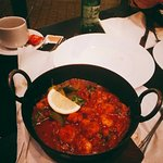 the food is  so yummy~~ impressive huge naan , very soft !!!  The chicken and prawn balti is gre