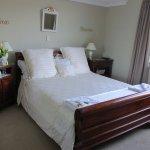 MountainView Room, Overlooking Coromandel Ranges & Garden.