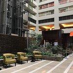 Photo de Embassy Suites by Hilton Los Angeles Glendale