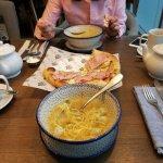 """Куриный суп и """"Мортаделла, артишоки, кабачки, фисташки"""""""