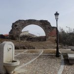 antiguo arco de las ruinas de la sinagoga
