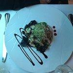 Calamars frits, carpaccio de poulpes, salade de poulpes au vinaigre, crevettes géantes ails basi