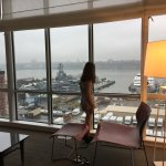 Hudson river, floor-to-ceiling windows/queen pull-out sofa/tv/mini bar/sweeping views/cruise shi
