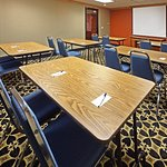 Photo de Holiday Inn Express Hotel & Suites Fayetteville-Univ of AR Area