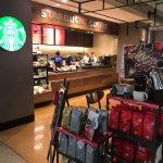 Foto de Starbucks Wakayama Medical University Hospital