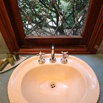 Currawong Cottage bathroom