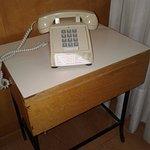 Teléfono retro en la habitación