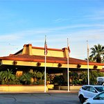 DoubleTree by Hilton Hotel Ontario Airport Photo