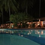 Night view of the swimming pool and Boli bar!