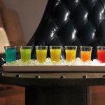 台北彩紅假期專案: 免費彩虹伏特加特調組合 Pride Holiday package: free amba Rainbow vodka shots