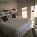 Reasonably comfortable bed with outstandingly clean bedding