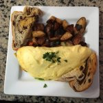 Omelette with cheddar cheese, spinach, onions and peppers with crispy home fries and raisin toas