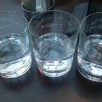 давно не видел, чтобы водку подавали в стаканах