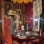 В музее можно узнать, как одевались модницы того времени или увидеть сервированный стол столовой