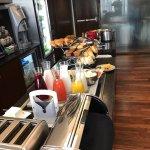 Breakfast buffet in the Club Lounge