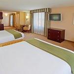 Foto de Holiday Inn Express Hotel & Suites Fresno (River Park) Hwy 41
