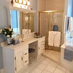 Wedgwood Suite's bathroom, jetted tub included.