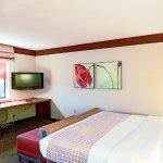 Photo of La Quinta Inn & Suites Chicago Tinley Park