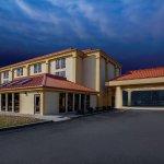 Photo de La Quinta Inn & Suites Canton